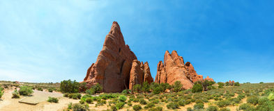 Felsige Berge im Tal Stockbild