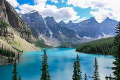 Felsige Berge Kanada des moraine Sees Stockfotos