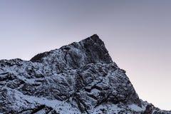 Felsige Bergspitze nahe Cho La Pass herein Stockbild