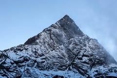 Felsige Bergspitze nahe Cho La Pass in Nationalpark Sagarmatha, Himalaja, Nepal Stockbild