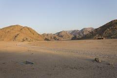 Felsige Hügel der Wüste in Hurghada stockbild