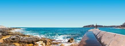 Felsige Küste an St. Julians Stockbild
