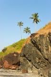 Felsige Küste von Arabian Sea in Goa Lizenzfreie Stockfotografie