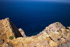 Felsige Küste von Griechenland lizenzfreie stockfotografie