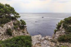 Felsige Küste von Kroatien Lizenzfreie Stockfotos