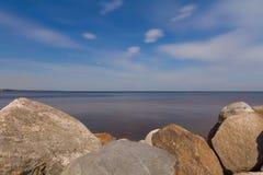 Felsige Küste von Ladoga Lizenzfreie Stockfotos