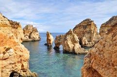 Felsige Küste von Portugal Stockfotografie