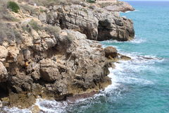 Felsige Küste von Tarragona Stockfotos