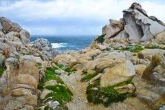 Felsige Küstenlinie in Sardinien, Italien Lizenzfreie Stockfotos