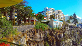 Felsige Küstenlinie von Hotels in Funchal, Madeira Stockbilder
