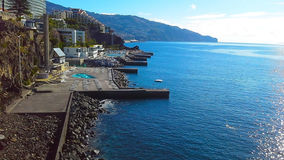Felsige Küstenlinie von Hotels in Funchal, Madeira, Portugal Stockbild