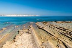 Felsige Küstenlinie von Plemmirio, in Sizilien stockfoto