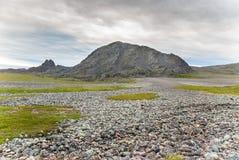 Felsige Klippen auf der Küste des Barentssees entlang dem touristischen Weg Varanger, Finnmark, Norwegen Stockfotos