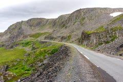 Felsige Klippen entlang dem nationalen touristischen Weg Varanger, Finnmark, Norwegen Lizenzfreie Stockfotografie