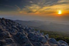 Felsige Knöpfe Thailand des Sonnenuntergangs Stockfotos