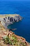 Felsige Küste im Mittelmeer Stockbilder