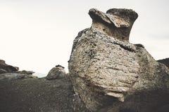 Felsige Pilz ähnliche Steine in den Bergen Stockbilder