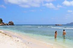 Felsige Strände des Granits auf Seychellen-Inseln, La Digue, Anse Seve Lizenzfreie Stockfotografie