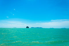 Felsige tropische Insel nahe KOH Samui Stockbild