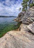 Felsige Ufer von Coeur-d'Alene See Stockbild
