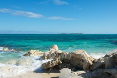 Felsiger Bahamas-Strand Stockbild