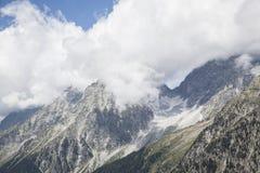 Felsiger Gebirgsspitzen in den österreichischen/italienischen Alpen. Lizenzfreie Stockfotos