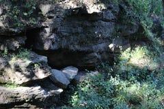 Felsiger mit Seiten versehener Hügel Stockfotografie