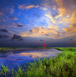 Felsiger See-Sonnenuntergang lizenzfreies stockfoto