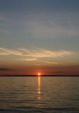 Felsiger See-Sonnenuntergang Stockfoto