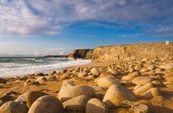 Felsiger Strand lizenzfreie stockbilder