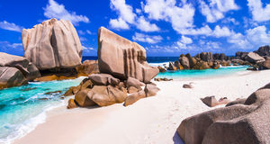 Felsiger Strand Anse Marron in La Digue-Insel, Seych des einzigartigen Granits stockbilder