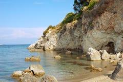 Felsiger Strand auf Zakynthos. stockfotos