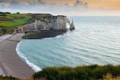 Felsiger Strand in Normandie, Frankreich Lizenzfreie Stockfotografie