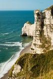 Felsiger Strand in Normandie, Frankreich Lizenzfreies Stockfoto