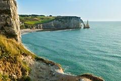 Felsiger Strand in Normandie, Frankreich Lizenzfreie Stockfotos