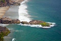 Felsiger Strand von Kovalam, Kerala, Indien Lizenzfreies Stockfoto