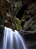 Felsiger Wasserfall Stockbild