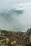 Felsiger Weg, der zu die Spitze des Bergs Esja, Island führt lizenzfreie stockfotos