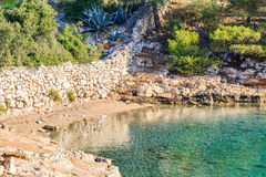 Felsiges adriatisches Ufer Stockfotografie