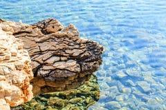 Felsiges adriatisches Ufer Stockbilder
