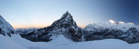 Felsiges Gipfel am Sonnenaufgangpanorama, Himalaja, Nepal Stockbild