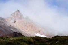 Felsiges Höchstspähen aus starker Wolke heraus Stockfotos