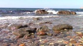 Felsiges Ufer stock video