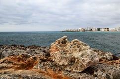 Felsiges Ufer des Meeres. Mallorca. Spanien Stockbild