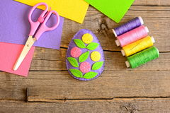 Felt Easter egg decorated with flowers and leaves. Simple Easter craft activity. Teaching children sewing skills Royalty Free Stock Images