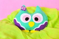 Felt owl - handmade felt colorful owl toy on pink background Royalty Free Stock Photos