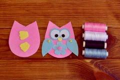Felt owl pattern. Stitched felt owl. How To make a pretty felt owl toy - kids DIY crafts tutorial Stock Image