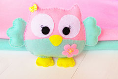 Felt owl on a white wooden background, rolls of pink and blue felt Royalty Free Stock Photography