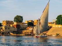 Felucca na Nile rzece w Aswan przy zmierzchem Zdjęcia Royalty Free