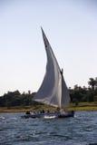 Felucca tradicional en el río el Nilo en Aswan, Egipto. Fotografía de archivo